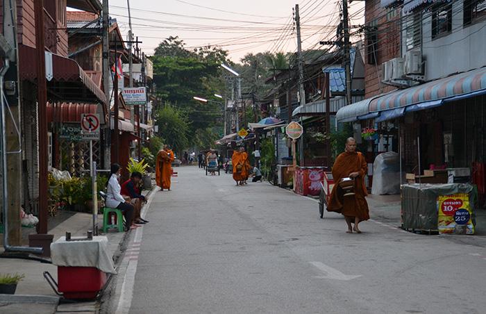 Loei Thailand: monniken Chiang Khan
