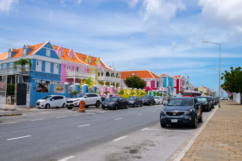 Is Curacao duur
