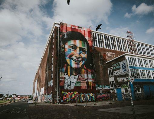 Street art Amsterdam: Anne Frank