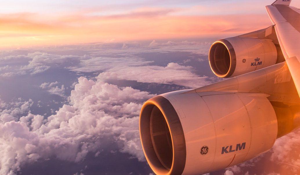 Besparen vliegticket dankzij partnerwebsites